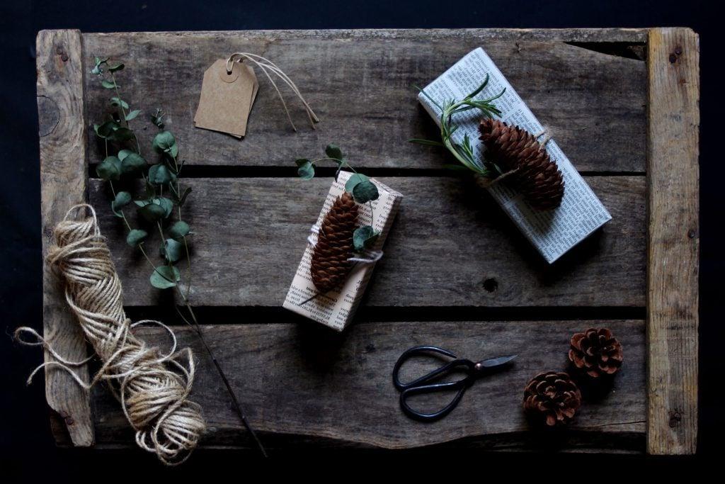 Saisonale Ideen für Geschenke einpacken: Die Tannenzapfen sind angesagt