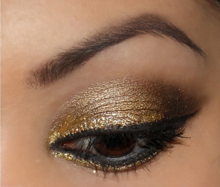 braune Augen schminken goldfarbige Lidschatten