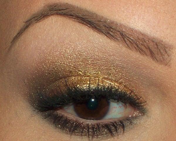 braune Augen schminken goldfarbige Lidschatten Eyeliner