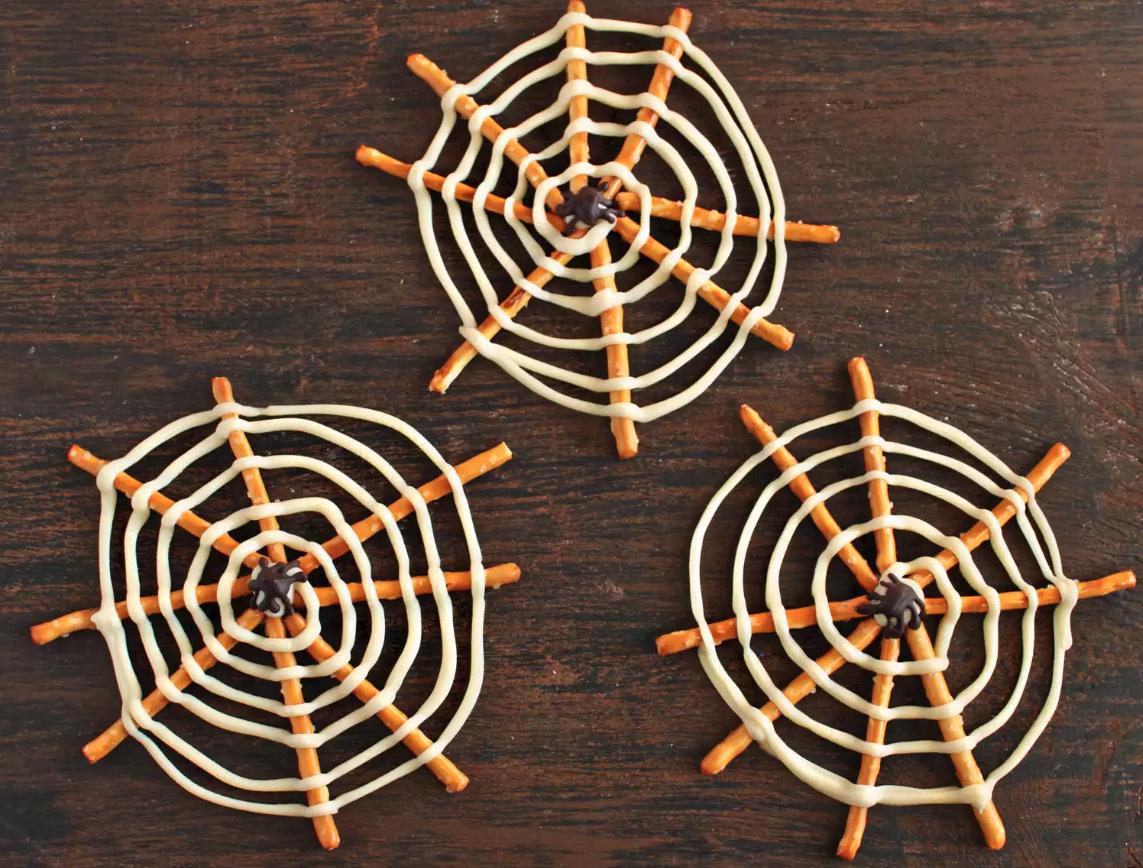 Fingerfood für Kindergartenfest: Kinderfreundliche Spinnen Weben