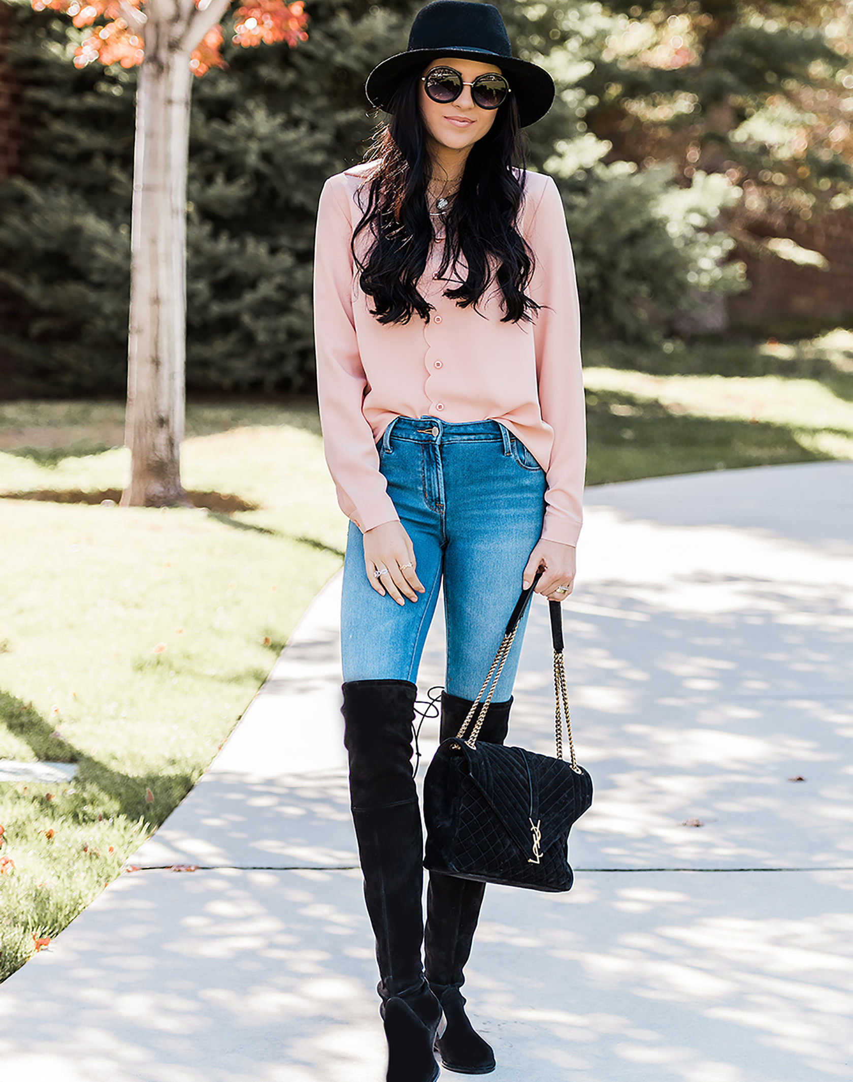 Trendiges Herbst Outfit mit Pink Pullover