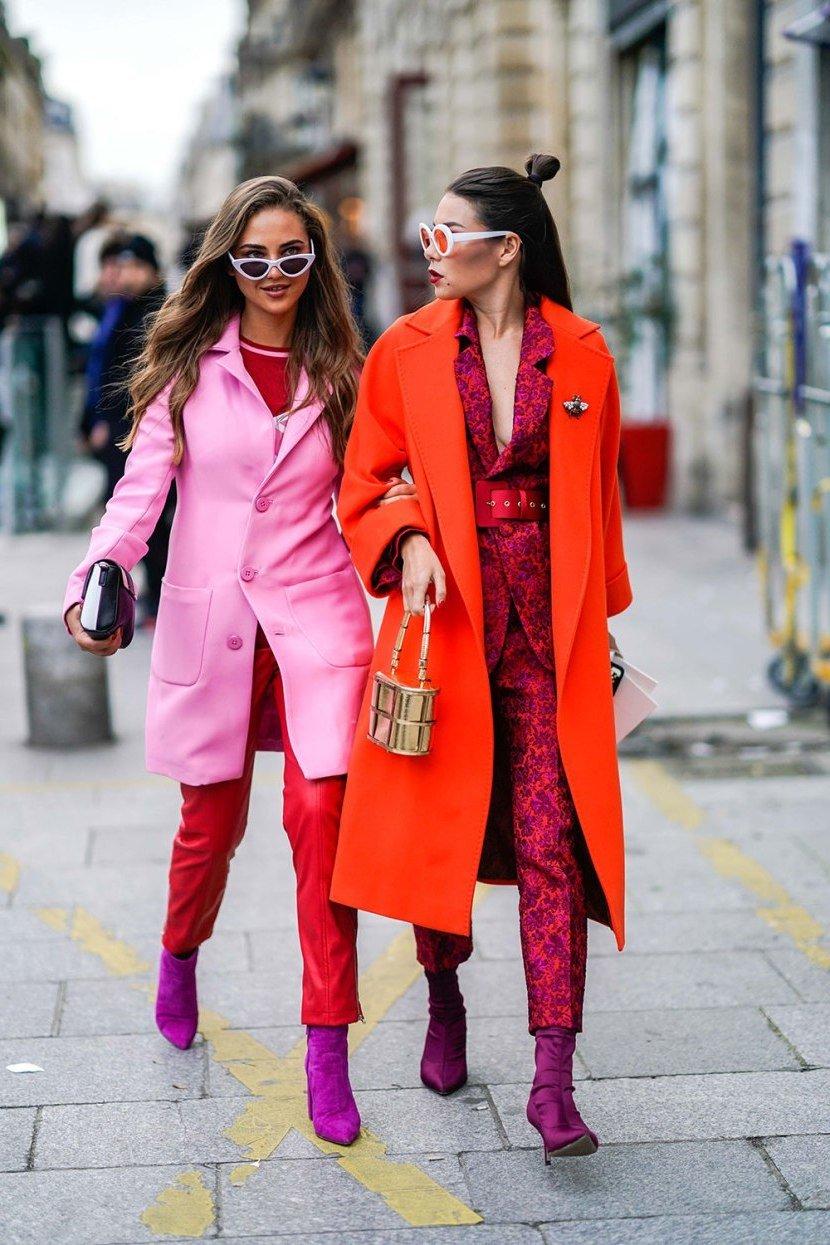 Schöne Outfits für den Herbst mit trendigen Farben Rot und Pink