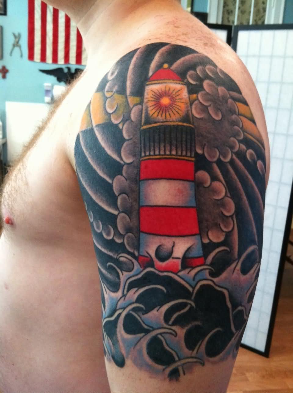 Leuchtturm Tattoo farbig gestochen