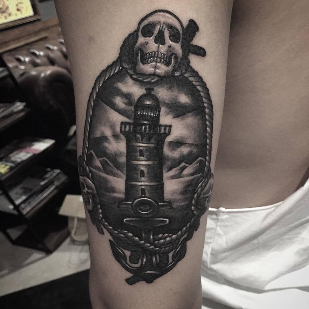 Leuchtturm Tattoo Totenkopf