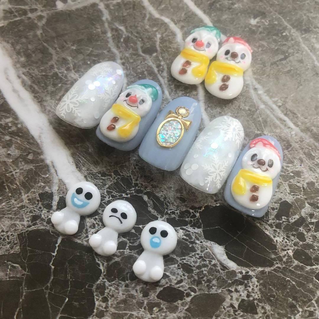 Tolle Ideen für Nageldesign Weihnachten: Ein Schneemann auf den Nägeln