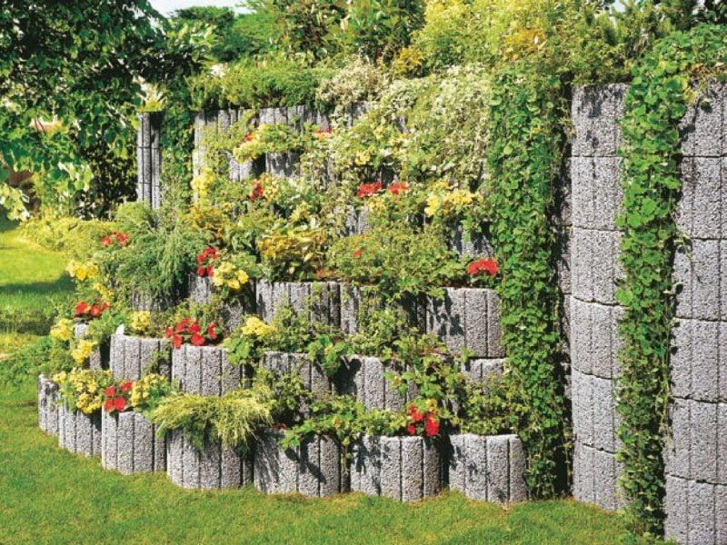Pflanzsteine setzen - Garten strukturieren