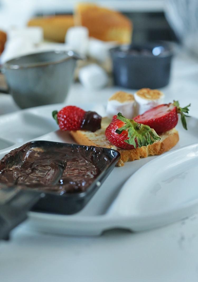 Raclette Rezepte für Dessert - Schokolade mit Erdbeeren