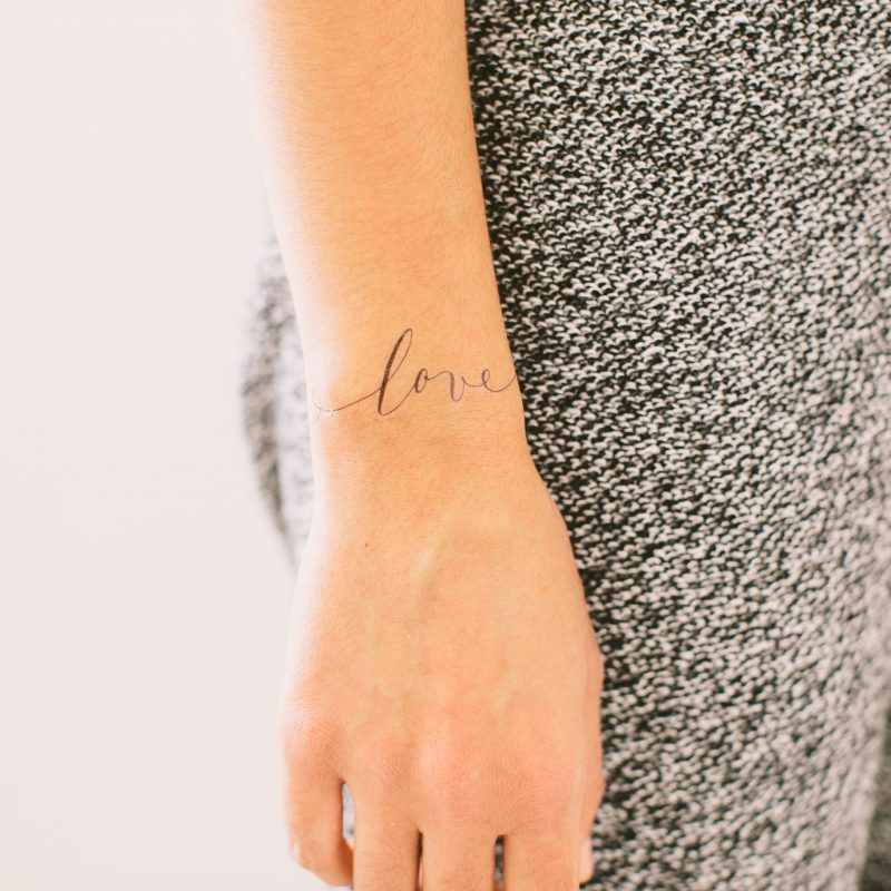 Liebe Tattoos - Tattoo Frauen Handgelenk Tattoo