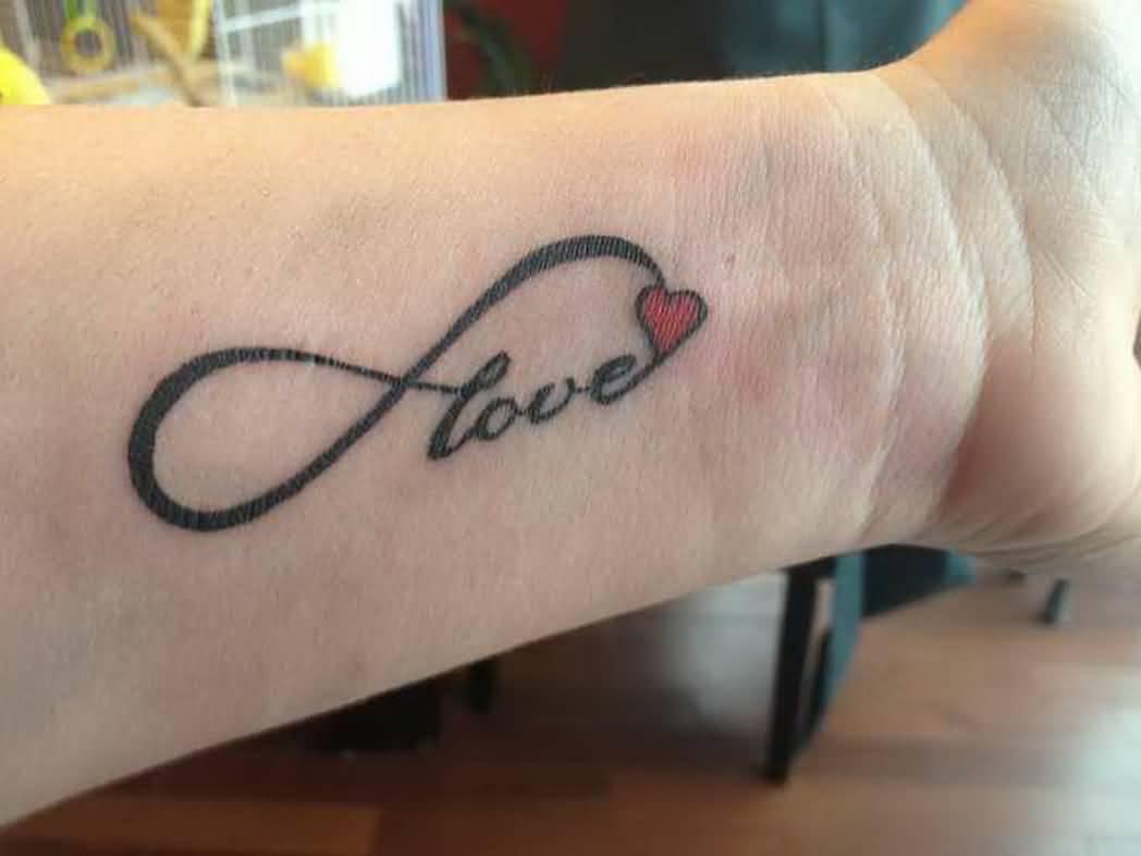 Tattoo Liebe - Handgelenk Tattoos kleine Tattoos