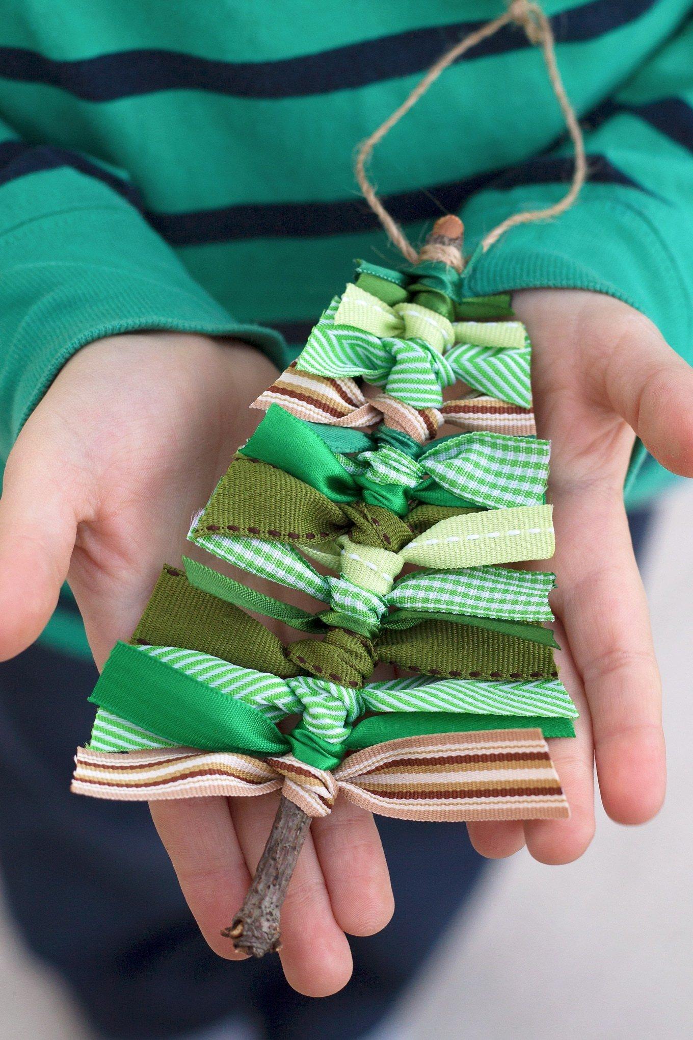 Winterdeko selber machen: Kleine Weihnachtsbäume