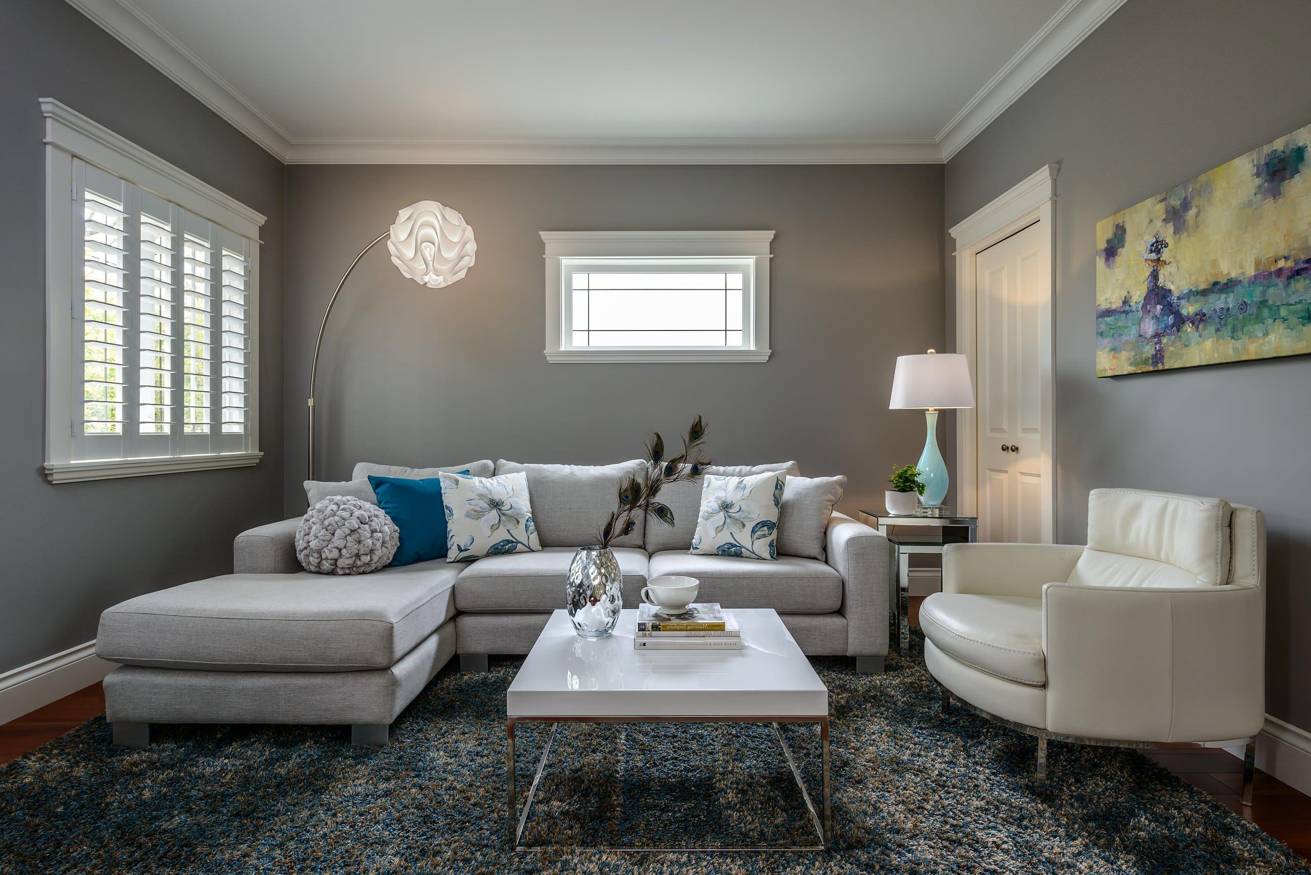 Die graue Wandfarbe Wohnzimmer lässt Ihnen schöne dekorative Akzente zu setzten