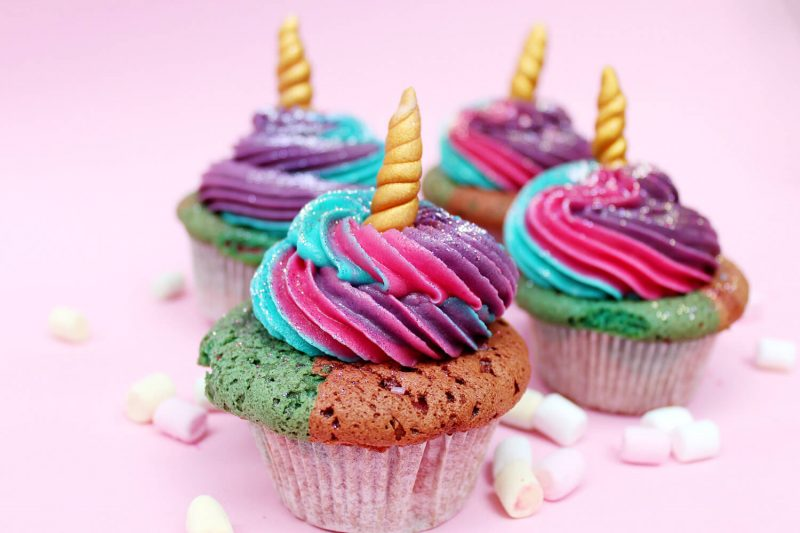Einhorn Muffins Glasur Regenbogenfarben Horn origineller Look