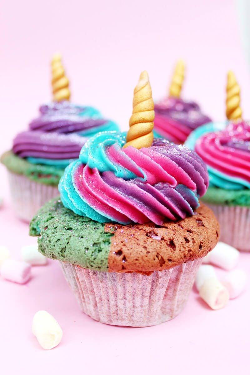 Einhorn Muffins Glasur Regenbogenfarben