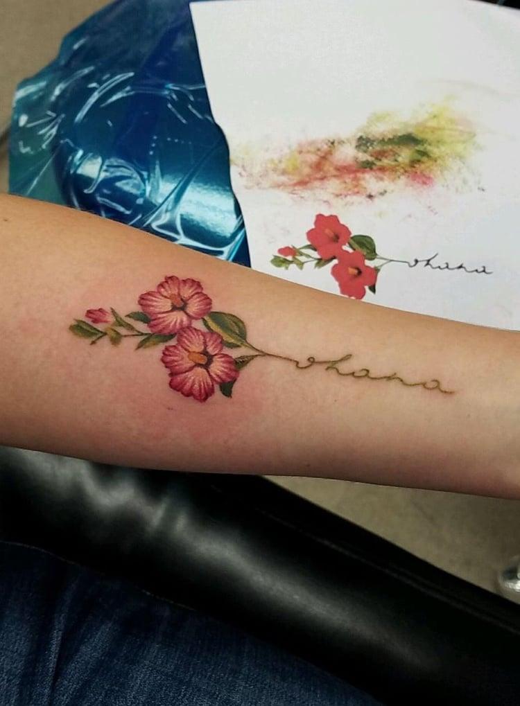 Ohana Tattoo Schrift Eibisch Blumen