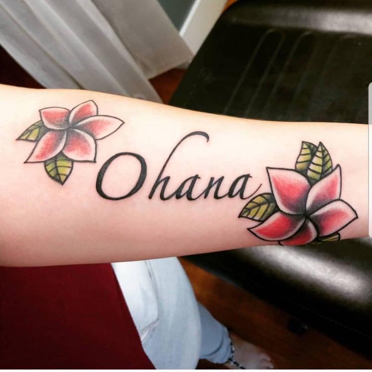 Ohana Tattoo Blumen herrlicher Look