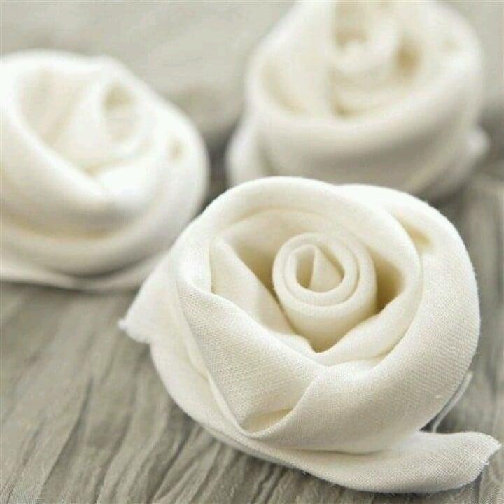 Servietten falten einfach und wirkungsvoll Rose weiß