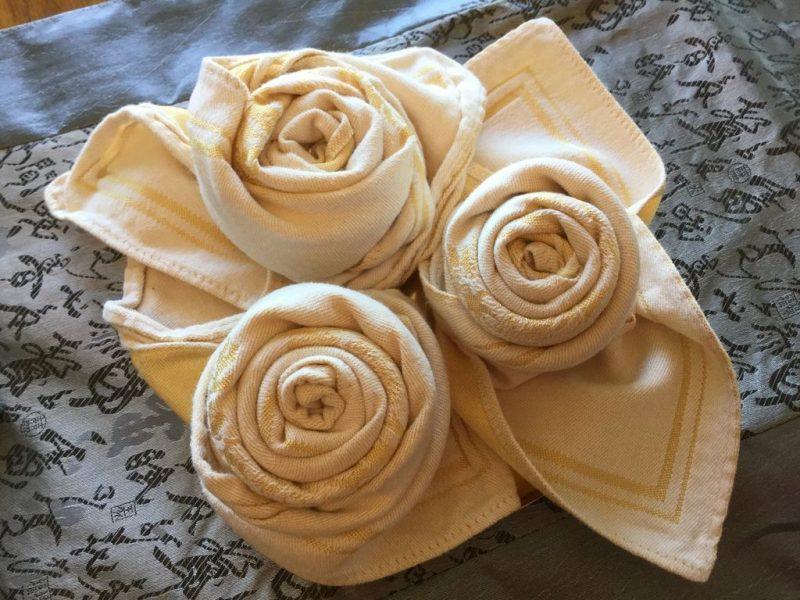 Servietten falten einfach und wirkungsvoll originelle Rosen