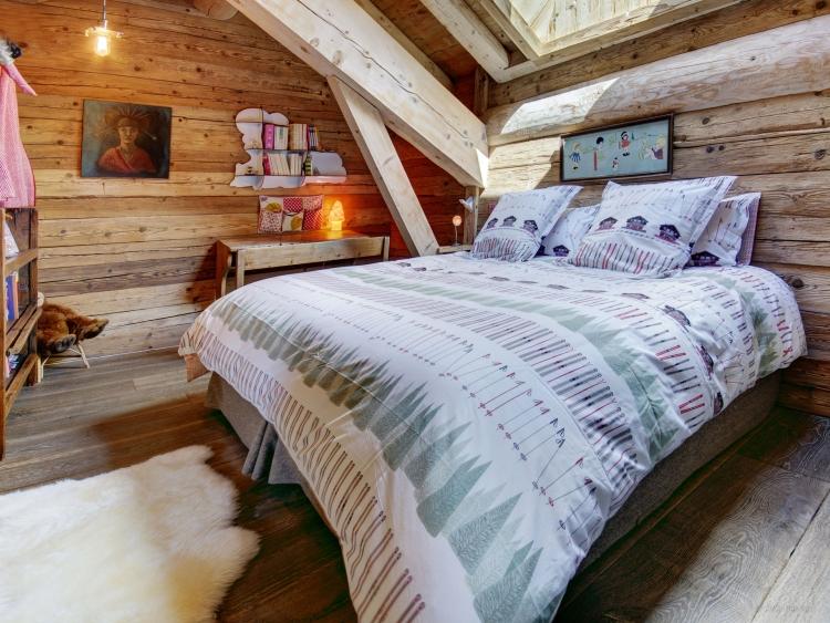 Chalet Schlafzimmer mit Dachschräge