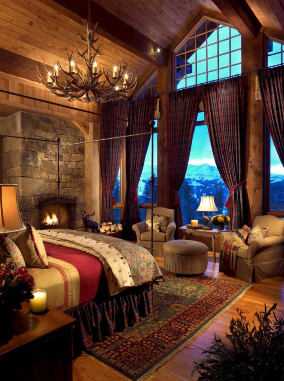 Chalet Schlafzimmer Kronleuchter große Fenster Himmelsbett