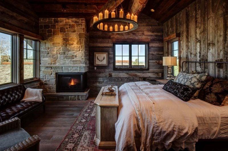 Chalet Schlafzimmer Kronleuchter Kerzen Kamin