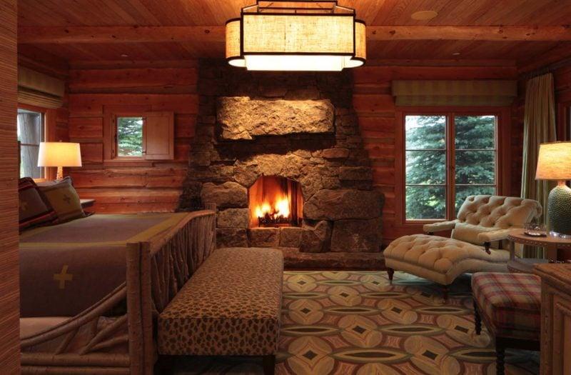 Chalet Schlafzimmer Kamin aus Stein