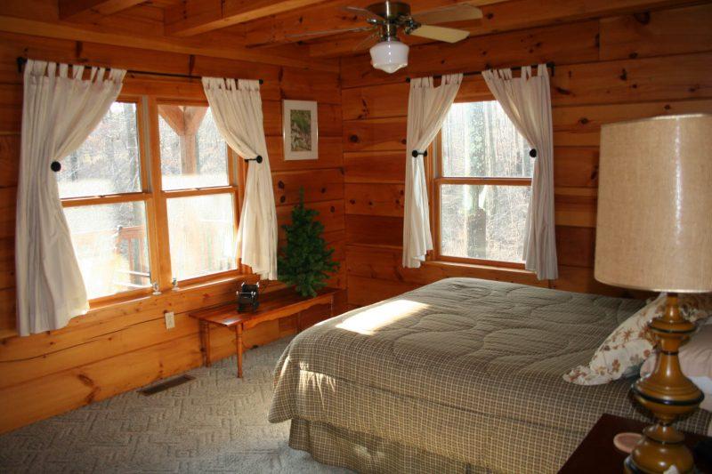 Chalet Schlafzimmer Vorhänge weiß gemütlich