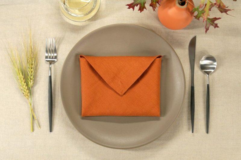 Servietten falten einfach und wirkungsvoll Briefumschlag