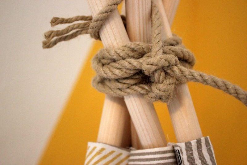 Tipi nähen Holzstäbe verbinden Seil