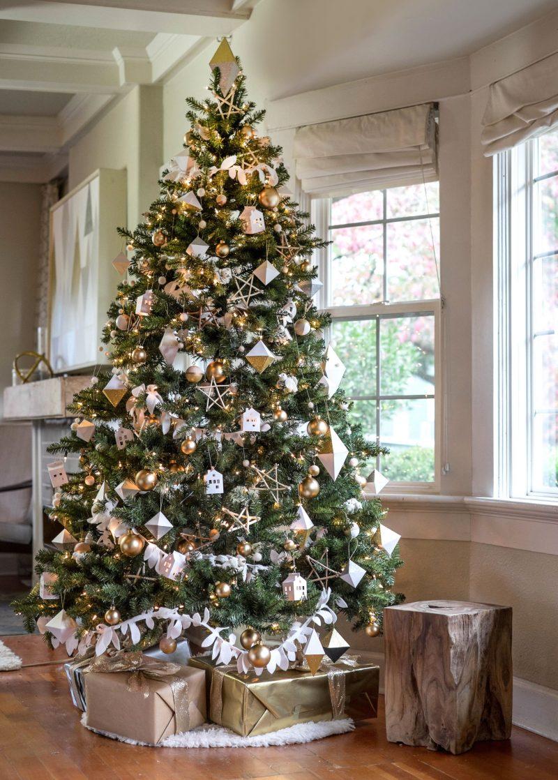 Weihnachtsbaum schmücken: Tipps und Ideen für zauberhafte Deko