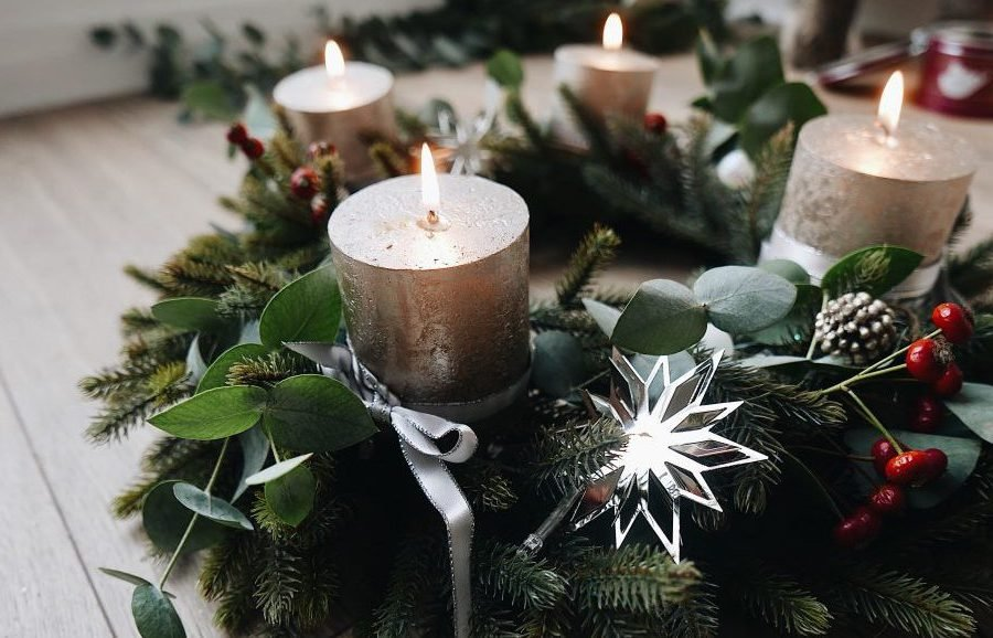 adventskranz modern 31 diy ideen und anleitungen zum nachmachen diy weihnachtsdeko ideen. Black Bedroom Furniture Sets. Home Design Ideas