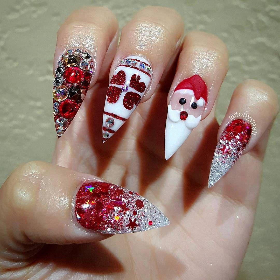 Nageldesign Weihnachten in Rot mit Gelnägel Muster Santa Claus