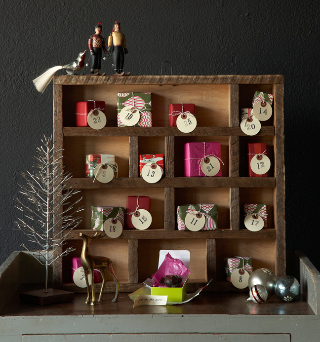 Adventskalender für Erwachsene Holzregal kleine Geschenke originell