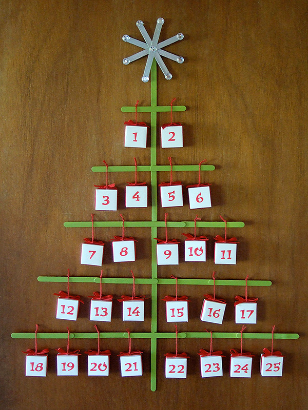 Ideen für Adventskalender Streichholzschachteln Gestell Weihnachtsbaum