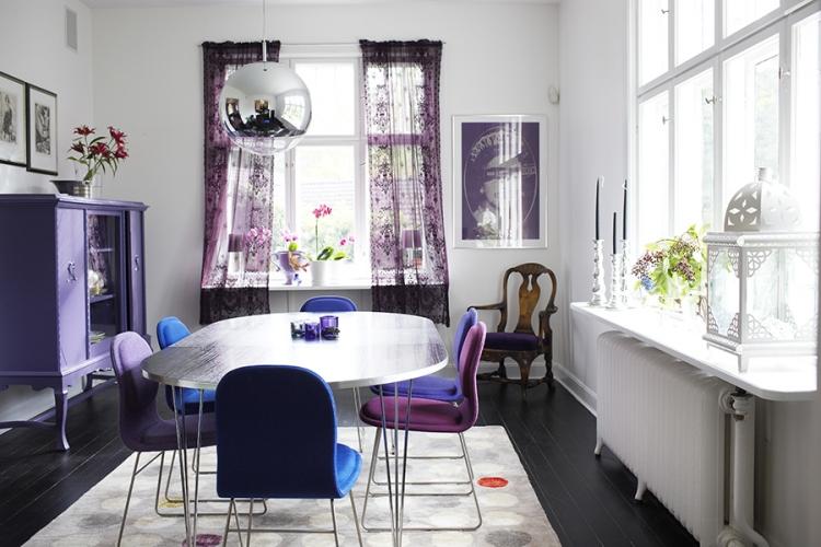 Aubergine Farbe im Esszimmer herrlicher Look