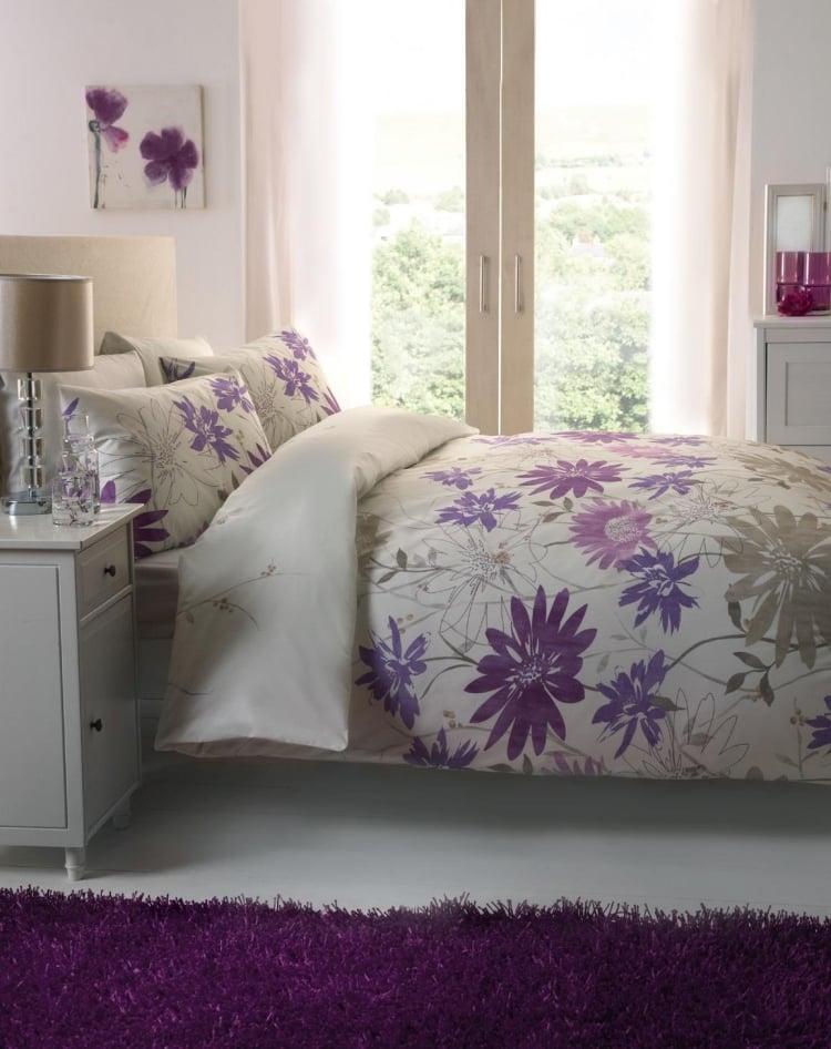 Aubergine Farbe Akzente Schlafzimmer Teppich Bettwäsche