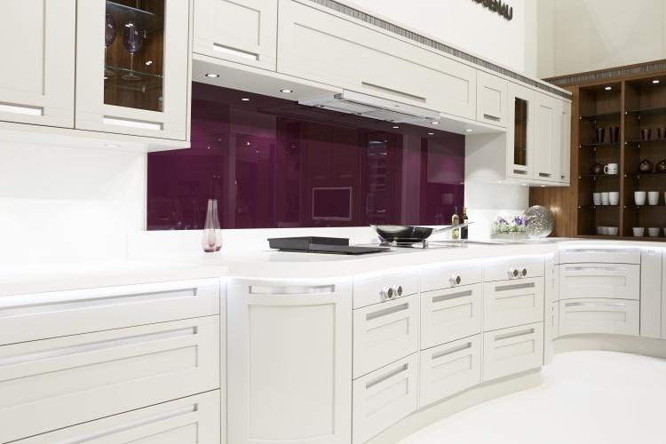Aubergine Farbe Küche Spritzschutz Glas
