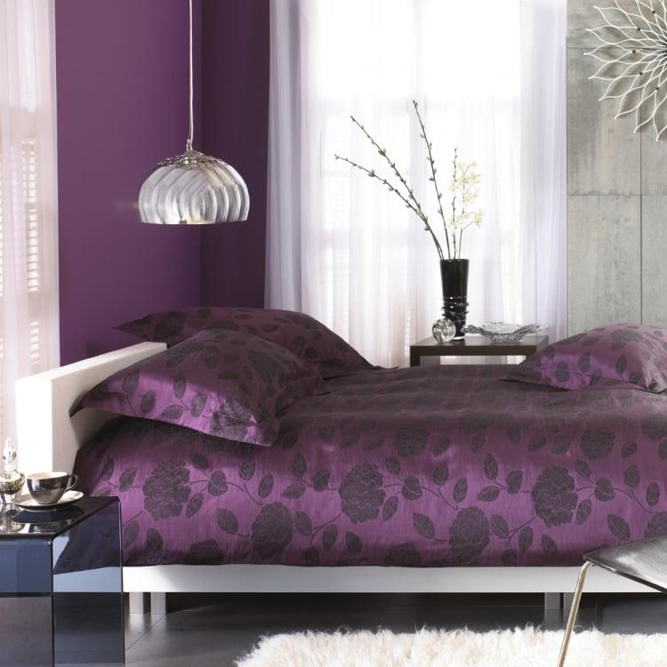 Aubergine Farbe Schlafzimmer Wandfarbe Bettwäsche