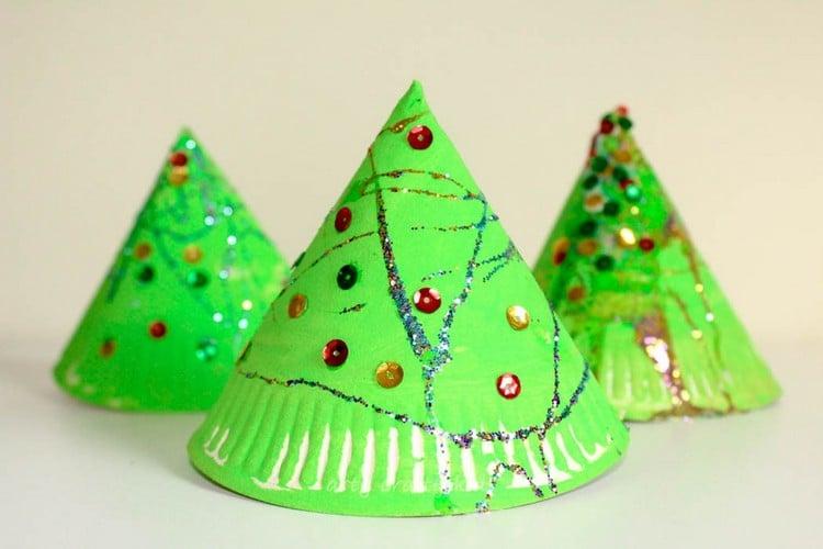 Basteln mit Pappteller 3D Christbaum Kegel