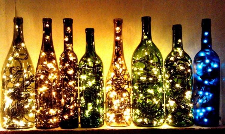 Lampe aus Flaschen tolle Idee Lichterketten