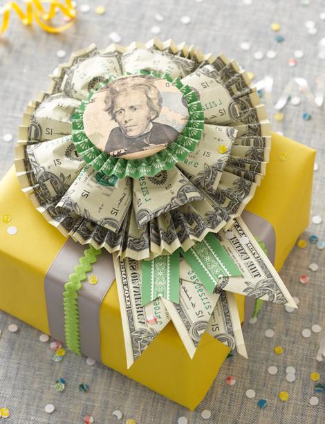 Geldgeschenke zu Weihnachten schön verpackt beeinflüßt auch eine gute Laune