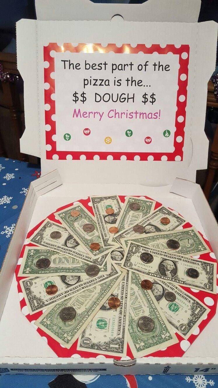 Pizza schmeckt gut, aber Geldgeschenke zu Weihnachten schön verpackt ist ein tolles Getümmel.