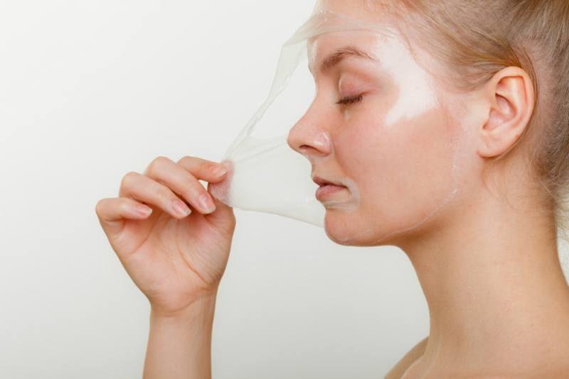 Maske gegen Mitesser mit Gelatine zubereiten