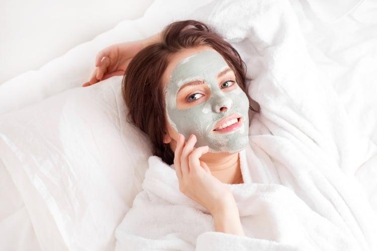 Maske gegen Mitesser und Pickel Hefe