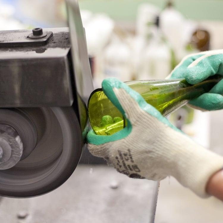 Lampe aus Flaschen Glas abschleifen