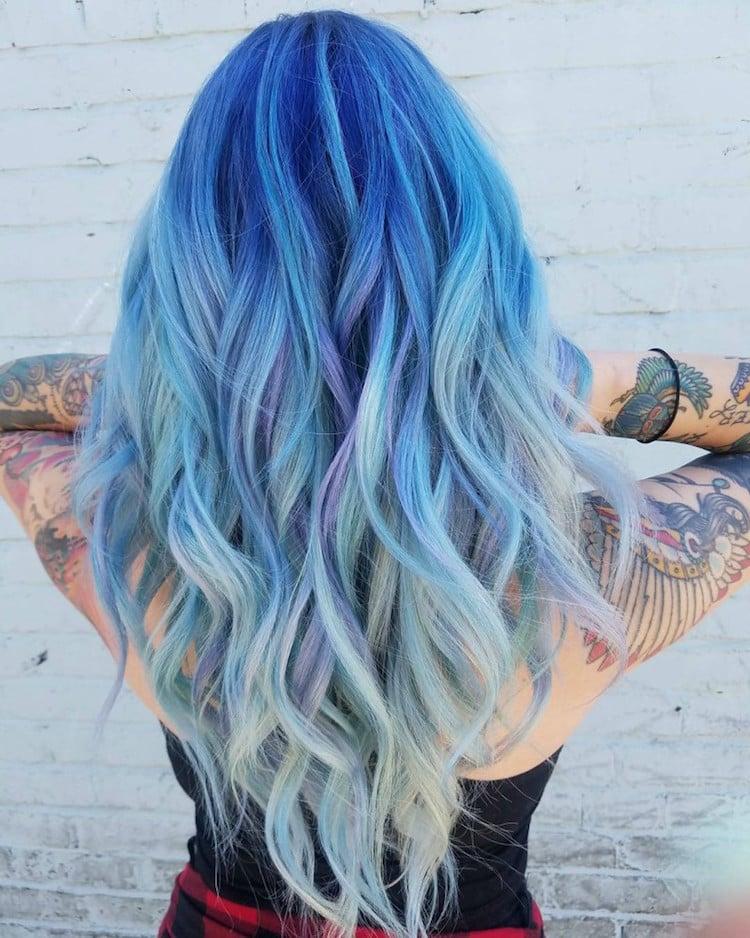 türkise Haare Ombre Effekt Spitzen pastellig