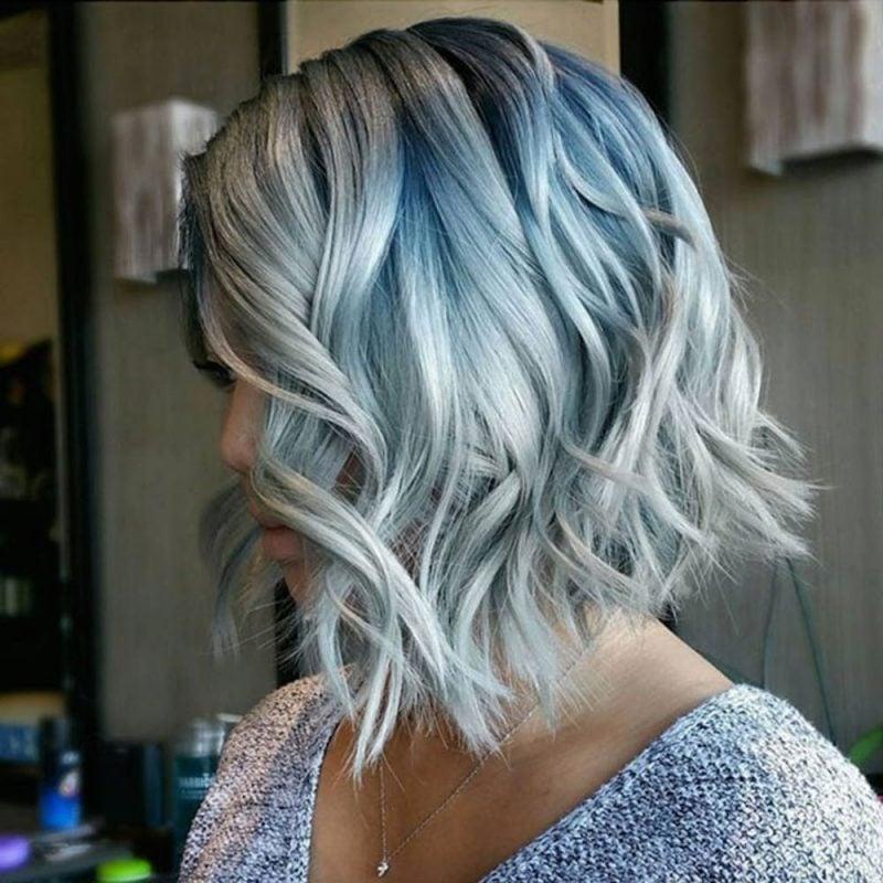silber Haare färben blauer Schimmer