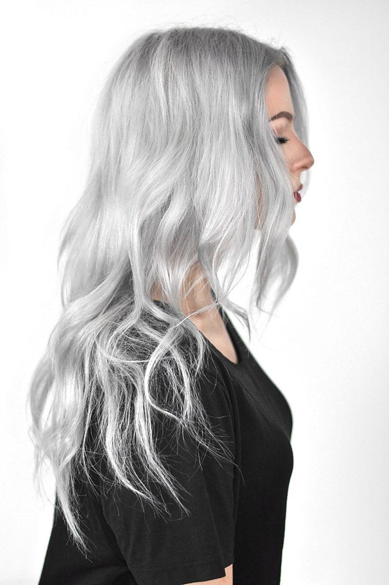 silber Haare färben romantische Wellen langes Haar