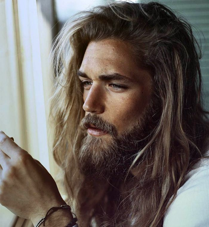 Hipster Frisur lange Haare Bart