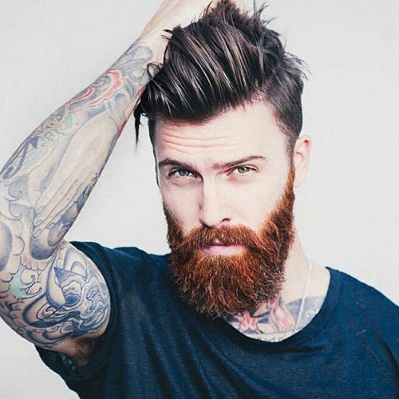 Hipster Frisur mit Vollbart herrlicher Look Mann