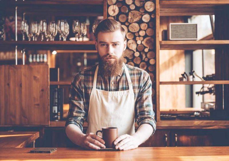 Hipster Frisur mit Vollbart Seitenscheitel Mann